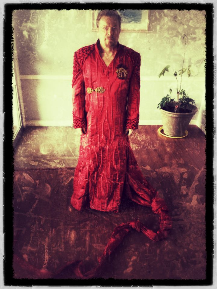 Eddie Izzard as Sam Dracula